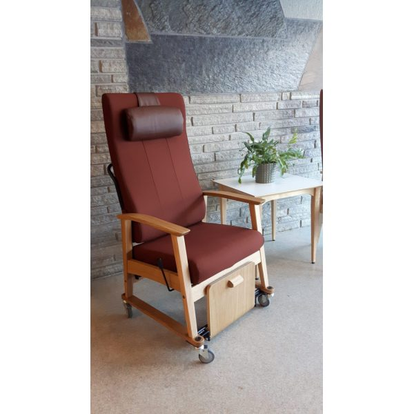 NEXUS - High backed chair w/wheels, neck rest, stepless adjustment, foot plate