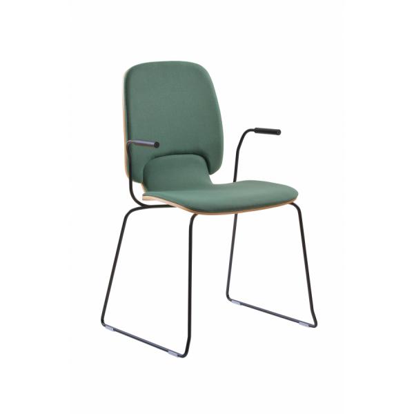 Ada stablestol høy rygg - skall i eik med polstret brikke i sete og rygg, med meieben og armlen.